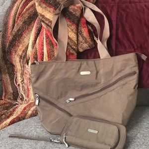 Baggallini zippered Tote with matching wallet